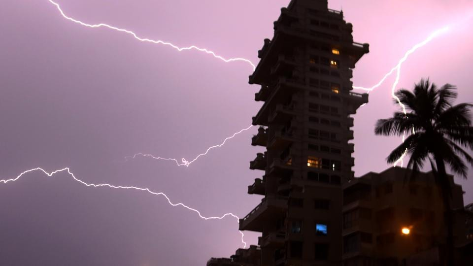 Since Friday, Mumbai has been seeing cloudy skies with high humidity, and thunder, lightning and rain in the evenings. These conditions are expected to continue.