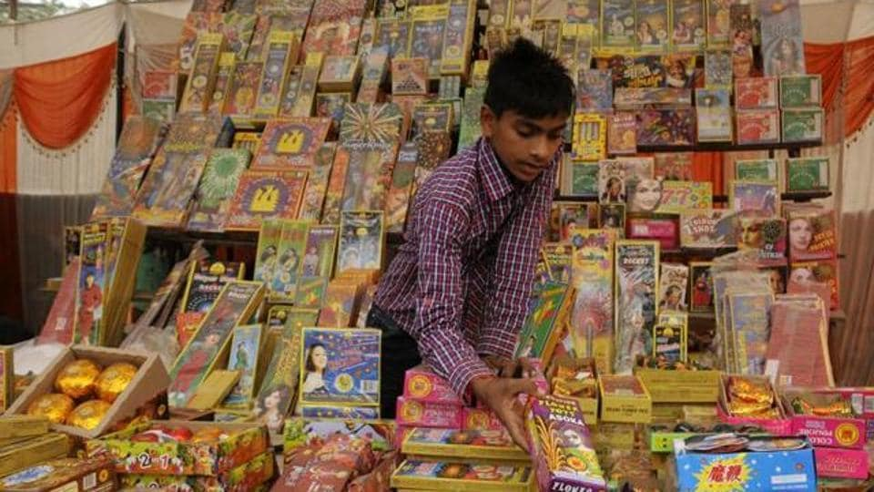 There will be no ban on firecrackers in Maharashtra, the state environment minister said on Tuesday.