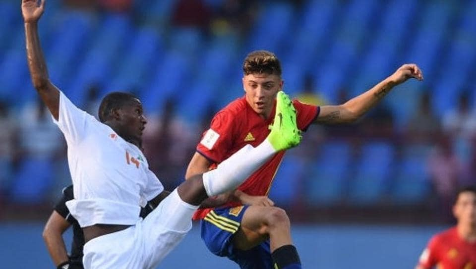 Spain bounced back from their opening loss in style and notched up a 4-0 victory over Niger in a Group D match of the FIFA U-17 World Cup.