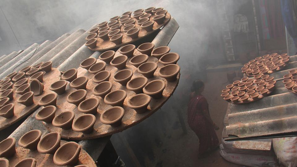 Half-baked: Diyas kept out to dry. (Pramod Thakur/HT Photo)