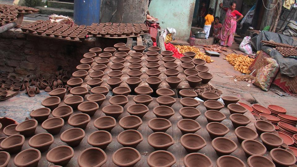 Falling in line: Some of the earthen diyas are ready. (Pramod Thakur/HT Photo)