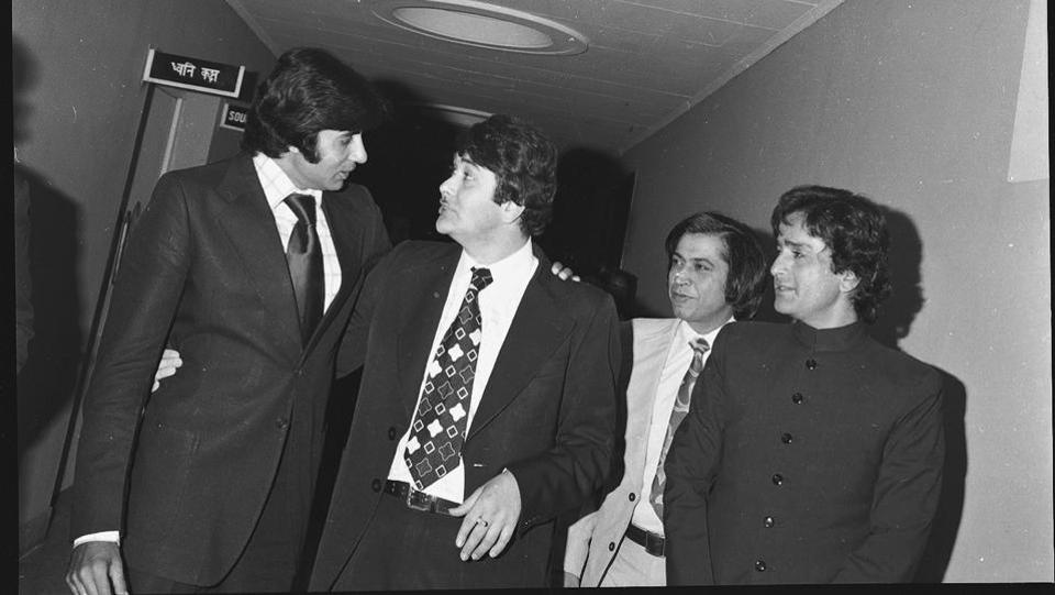 Amitabh Bachchan seen sharing a light moment with Randhir Kapoor and Shashi Kapoor. (HT File Photo)