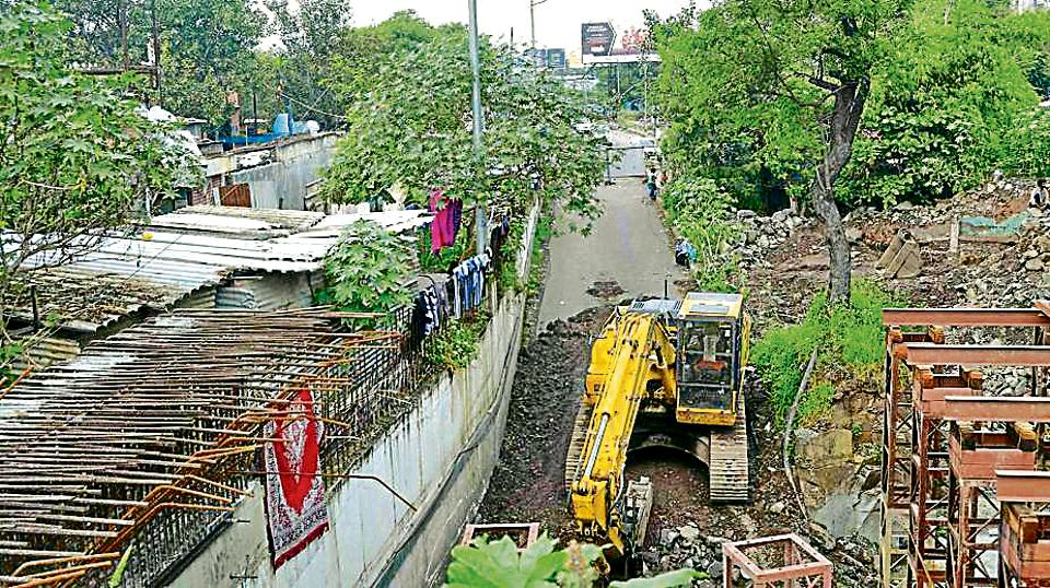 Slum encroachment left JNNURM to build only one lane of Pune Airport to Kalyaninagar underpass from Airport side on Pune - Ahmednagar road.
