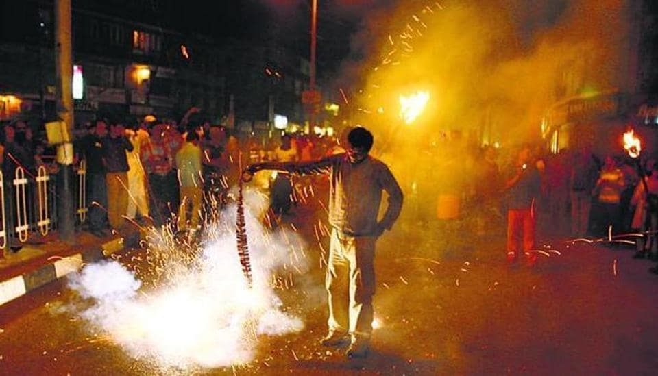 Like Delhi, Will Maharashtra Celebrate Diwali Without Firecrackers?