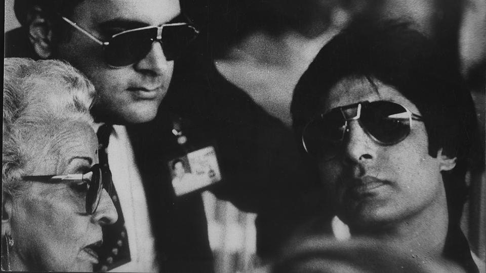 Amitabh Bachchan with his then close friend, Rajiv Gandhi. (HT File Photo)