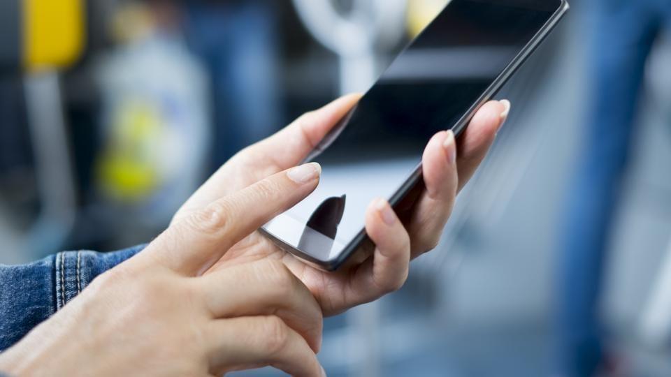 smartphone,gaming addict,gaming binge