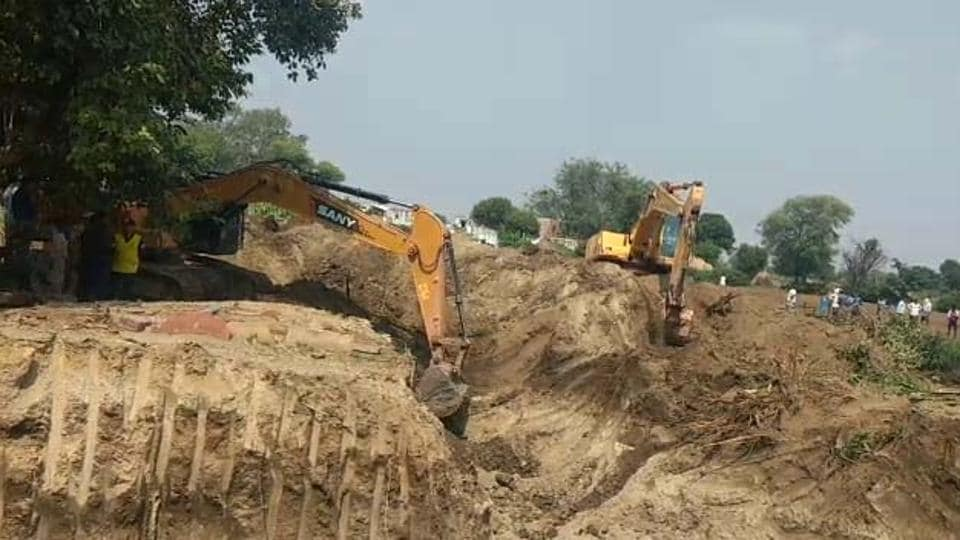 The district administration team engaged in the rescue effort in Bharatpur on Wednesday.