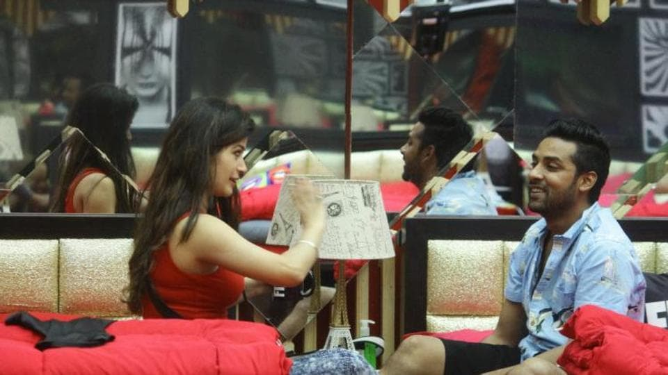 In Bigg Boss 11's Tuesday episode, it seems Puneesh Sharma and Bandgi Kalra are actually falling for each other.