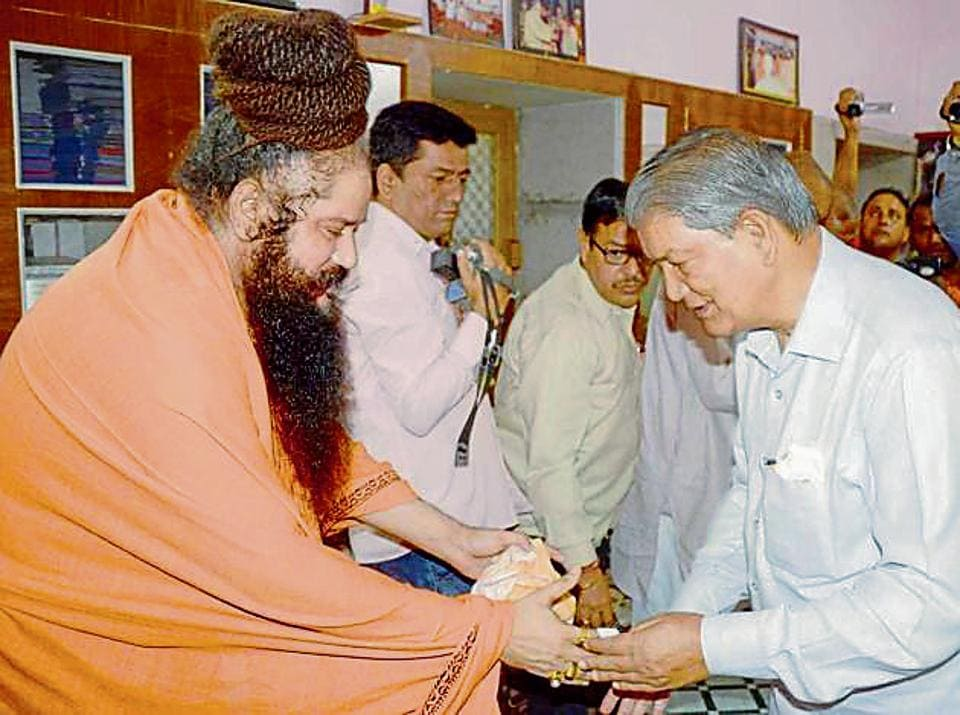 Ex-Haridwar MP and former chief minister Harish Rawat seeks blessings from a seer. He is likely to contest the 2019 general election from Haridwar.