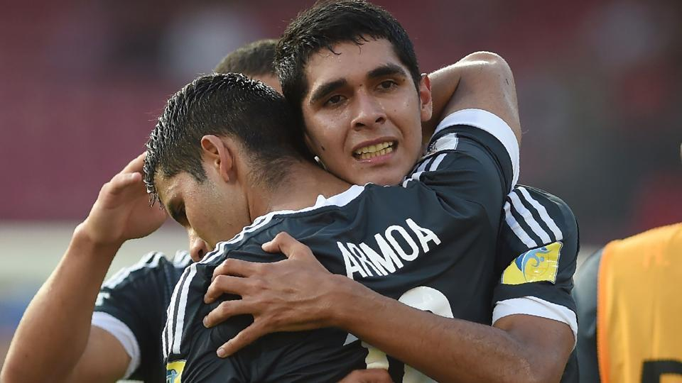 Paraguay top group B, beat Turkey 3-1