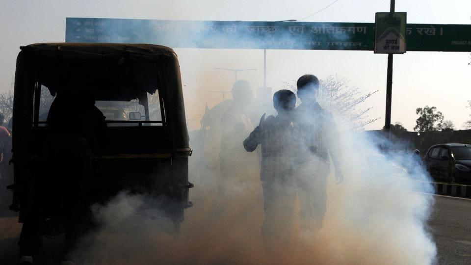 A Deisel auto rickshaw emitting smoke at Birsa Munda Rajpath in Ranchi