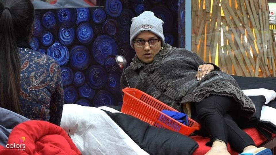 In Bigg Boss 11 episode 10, Sapna Choudhary picks up a fight with Arshi Khan.