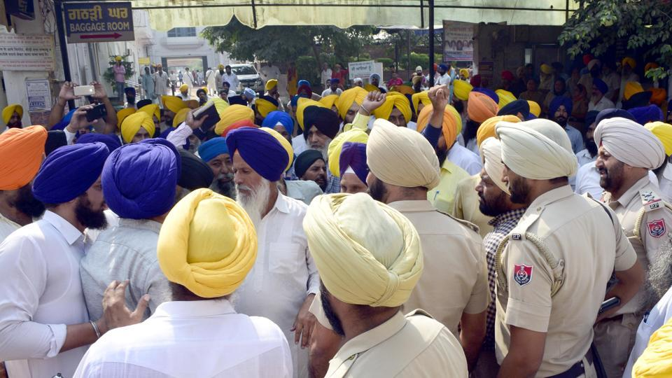 Clash at the Golden Temple in Amritsar on Thursday.