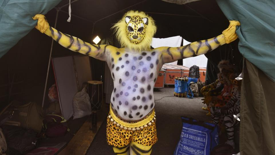 At the Border Security Force Annual Welfare Meet and Exhibition 2017, jawans drop their uniform and take on 'huli vesa,' where tiger-head masks are worn and animal prints are painted on their bodies as part of a traditional south Indian dance.  (Raj K Raj / HT  PHOTO)