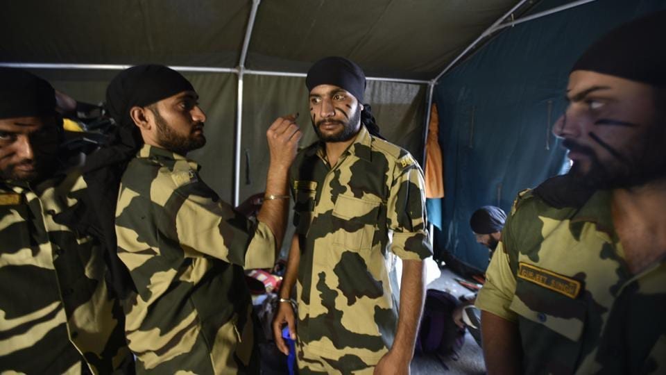 Jawans from the BSF Rajasthan Frontier get ready to perform at the BSF Annual Welfare meet and Exhibition 2017, which is on until October 15, 2017 at Dayal Singh College, New Delhi. (Raj K Raj  /  HT  PHOTO)