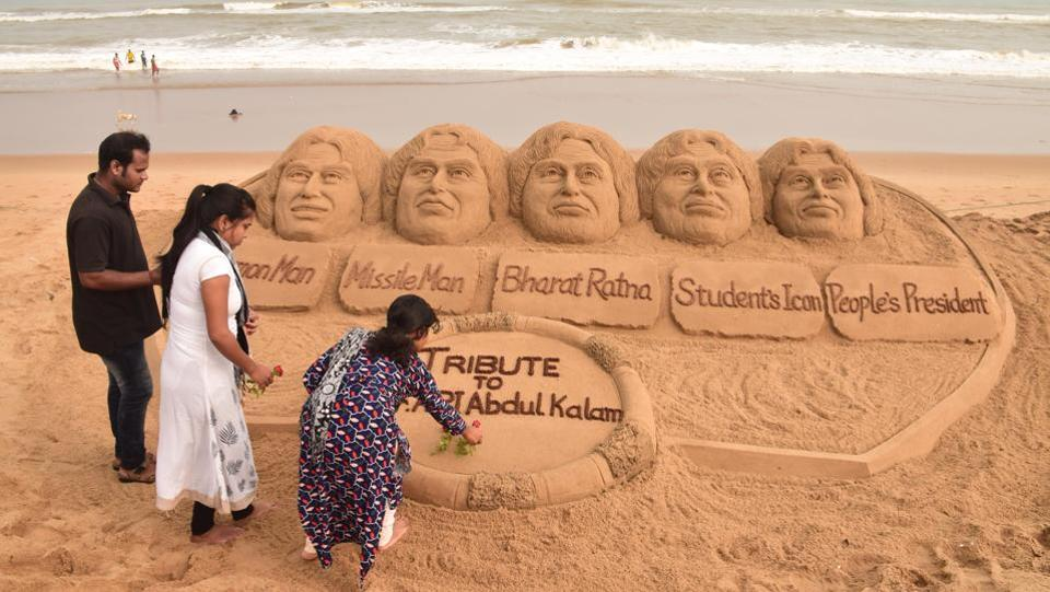 A sand sculpture of Dr. APJ Abdul Kalam created by artist Sudarsan Pattanaik in Puri beach. (Arabinda Mahapatra / HT Photo)