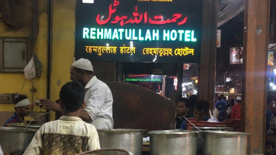 Located near Jama Masjid, a restaurant called Rehmatullah Hotel (locally known as Garib Hotel) feeds the hungry through the year.