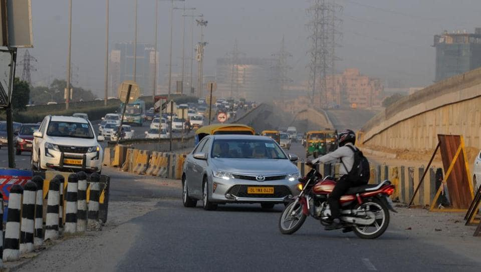 Owing to expansion work of the flyover, the service road of the Delhi-Gurgaon Expressway has been encroached upon.