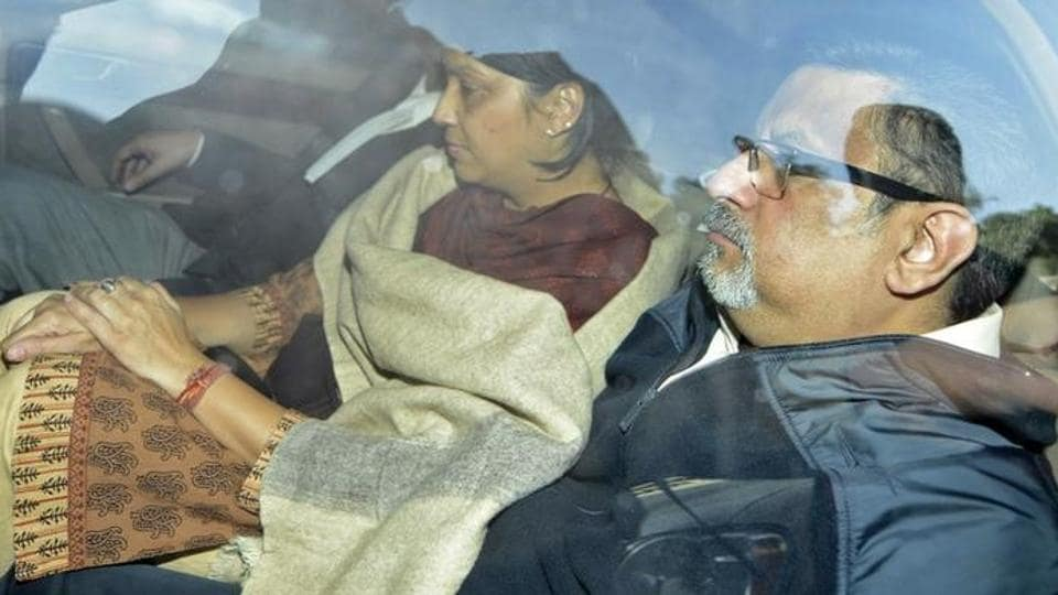 Dentists Rajesh Talwar (R) and wife Nupur are taken to court in Ghaziabad, on the outskirts of New Delhi November 25, 2013.