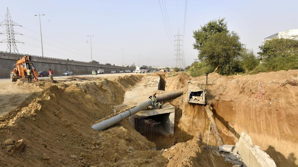 Gurgaon, India - Oct. 15, 2017: NHAI starts construction near Iffco Chowk for laying high transmission wires underground, in Gurgaon, India, on Sunday, October 15, 2017. (Photo by Sanjeev Verma/ Hindustan Times)