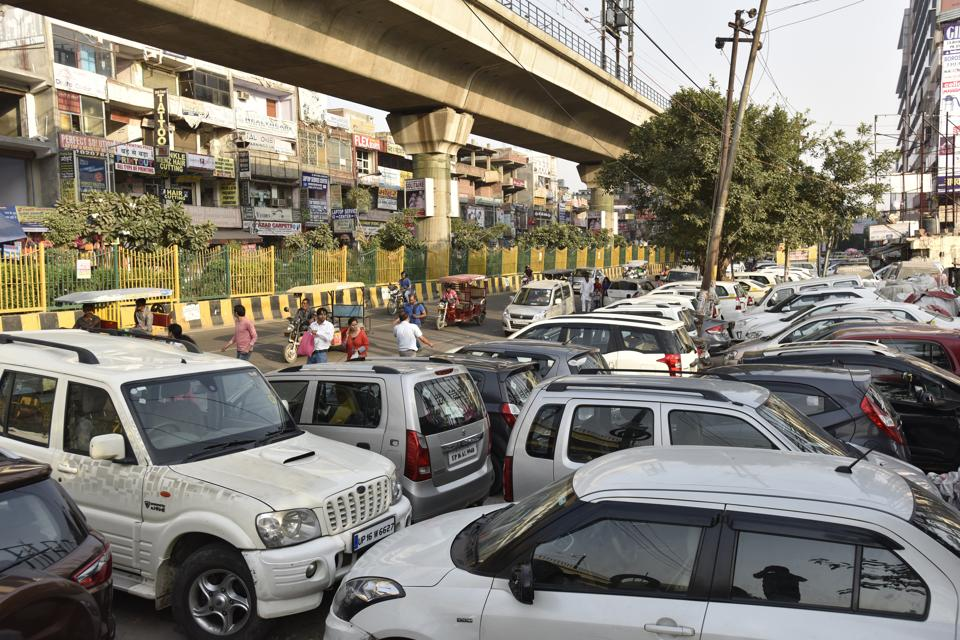 Earlier there were 41 authorised parking lots in Noida. Due to illegal parking on roads, many areas such as sectors 18, 41, 16, 6, 7, 50, 58, 59 and 2, among others, frequently get choked.