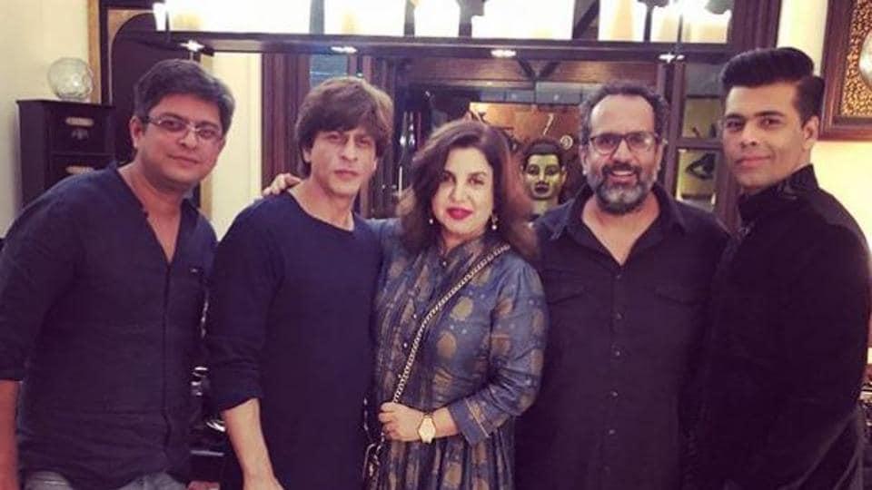 Shah Rukh Khan poses with filmmakers Farah Khan, Karan Johar, Aanand L Rai and writer Himanshu Sharma.