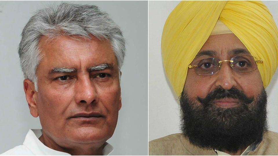 Punjab Congress chief Sunil Jakhar (L) and Rajya Sabha MP Partap Singh Bajwa