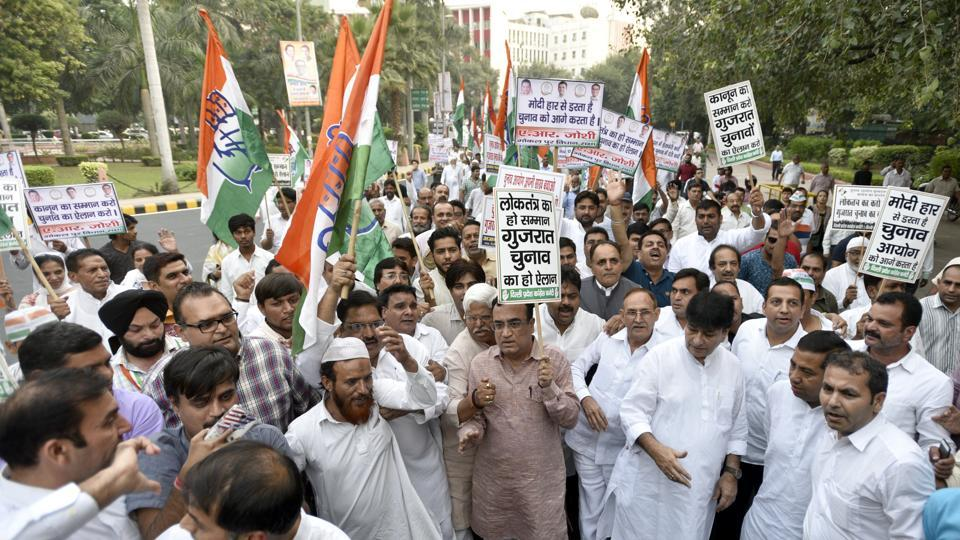 Congress leader Ajay Maken with party workers protest against Election Commission regarding non- declaration of Gujarat elections dates.