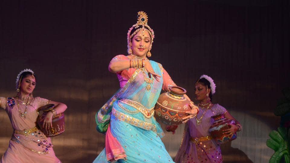 Radha Krishna dance drama by Hema Malini at Kanha Megha Utsav 2011 at CBD, Navi Mumbai.