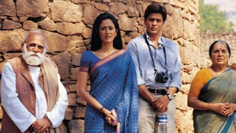 Lekh Tandon, Shah Rukh Khan and Gayatri Joshi on the sets of Swades. Tandon died Sunday after prolonged illness.