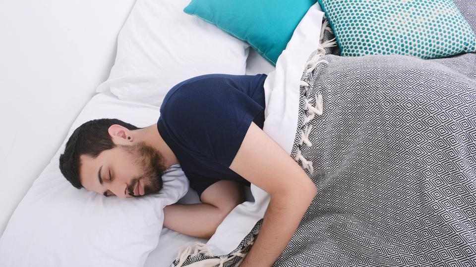 The results showed volunteers with more than nine hours of sleep per day and those with 6.5 hours or less had 41 % and 30 % lower High DNA Stainability- an index that represents the proportion of sperm with abnormal chromatin- than did volunteers with 7 to 7.5 hours per day of sleep.
