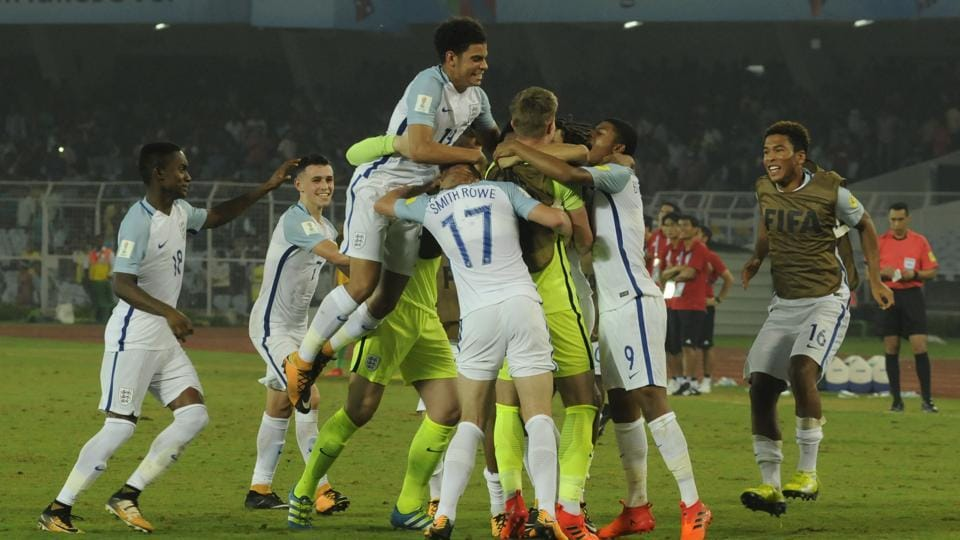 England goalkeeper Curtis Anderson scored and saved a penalty to send England through to the quarter-finals of FIFA U-17 World Cup.
