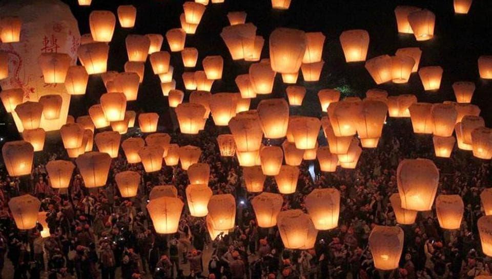 Sky Lanterns For Sale >> Banned Sky Lanterns Available In Mumbai Market Mumbai News