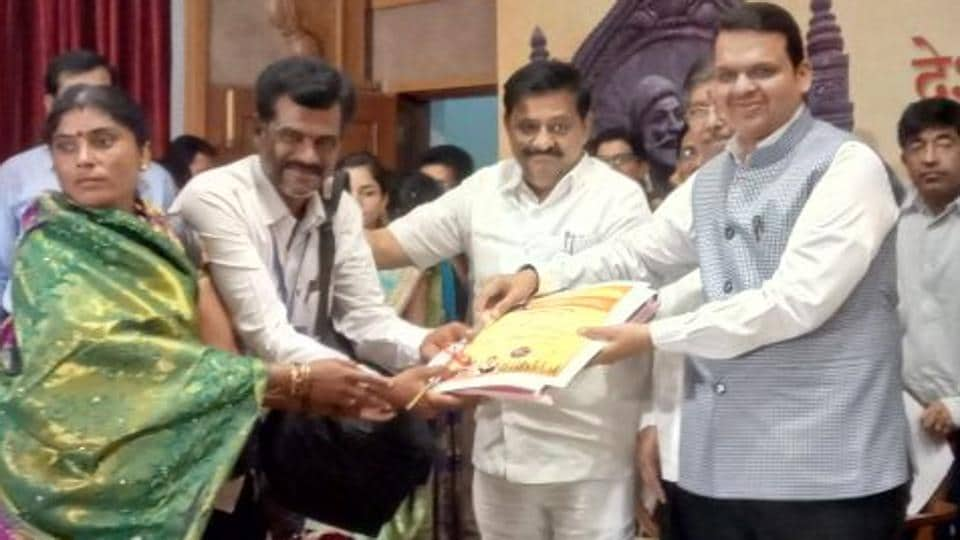 Chief Minister Devendra Fadnavis handed over certificates of clearance of loan accounts to 100 farmers from across the state on Wednesday at a function in Mumbai.
