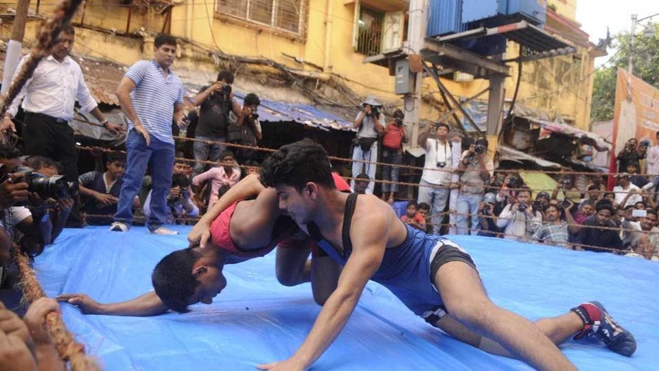 Wrestlers took part in a one-day competition on Wednesday, October 18 at Rajakatra of Burrabazar, which is the trading hub of the city and perhaps its busiest area. The tournament is organised by Burrabazar Bayam Samity every year either on Diwali or the day before. This is the 51st year of the competition. (Samir Jana / HT Photo)