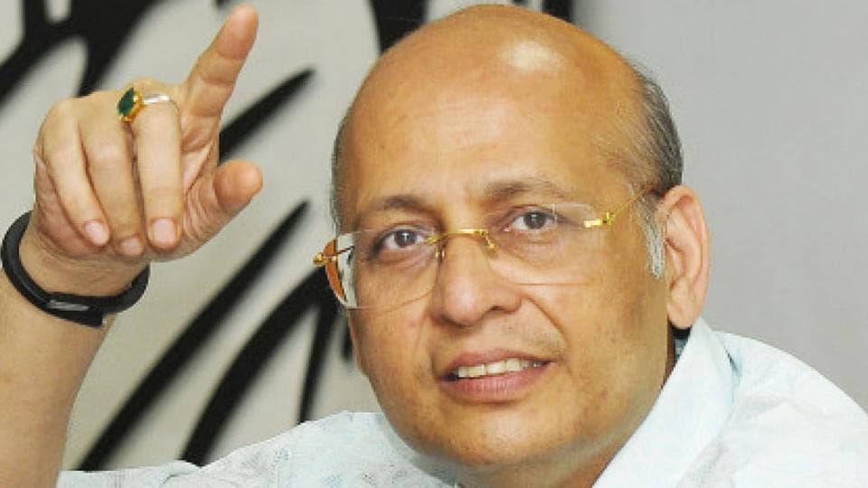 Modi air travels,Former Gujarat chief minister,Gujarat