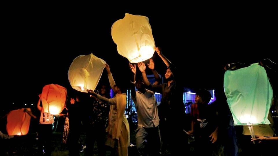 People release sky lanterns (hot air balloons) to celebrate Diwali in Howrah district of West Bengal. (PTI)