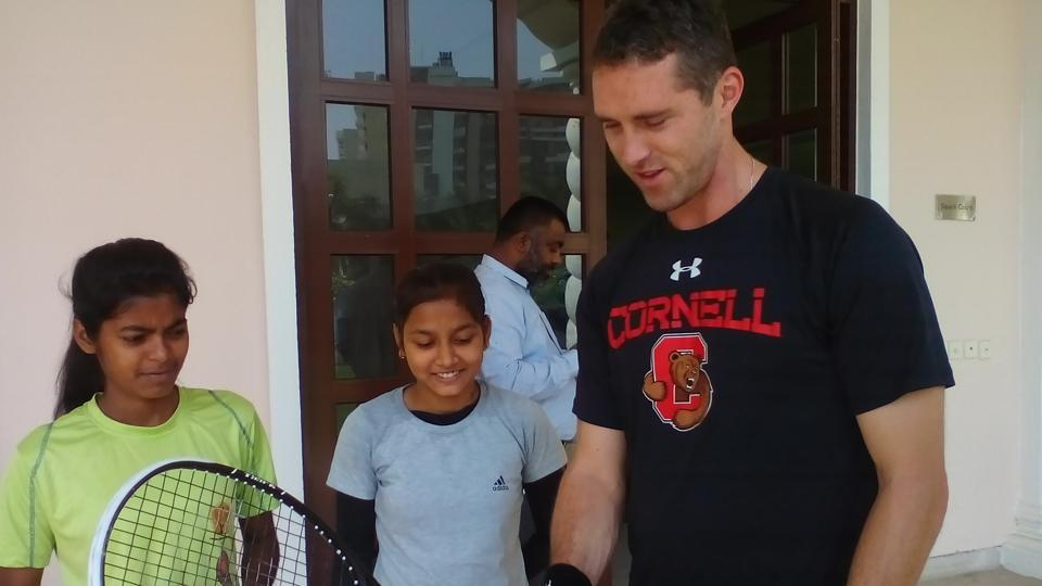 David Palmer (R) is a professional squash player from Australia. In the recent past, Palmer has guided some of the top Indian players including Joshna Chinappa and Harinder Pal Sandhu, and is familiar with the Indian sports system.