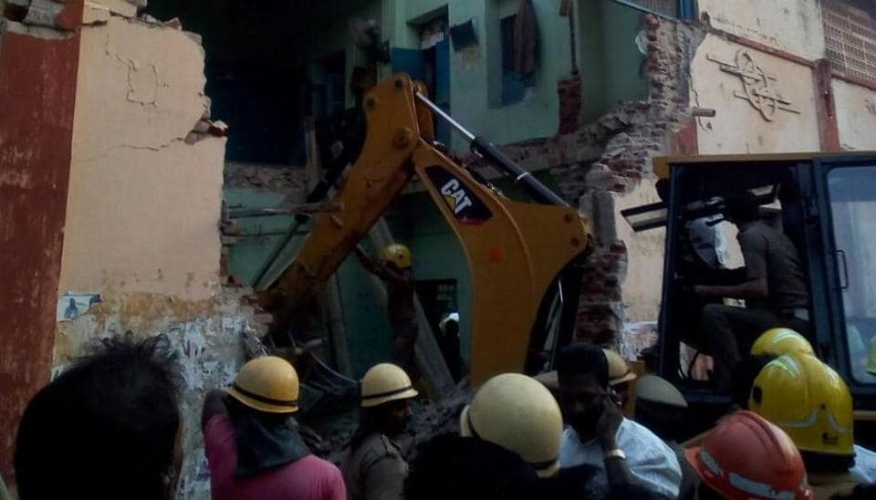 8 dead after roof of a Bus depot's rest room collapses in Tamilnadu's Nagapattinam