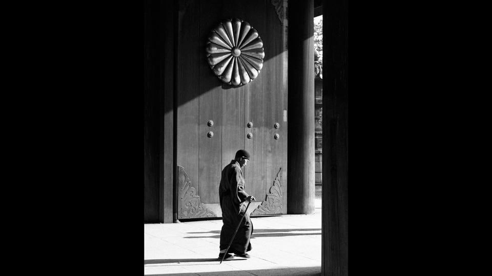 'Japan,' 1954. According to Luis Toblo, 'His (Suárez) journey to Japan and the long time he spent there was, actually, an escape from solitude, to the essence of being.'  (José Suárez)