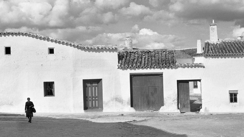 Even though his work was extensive in La Mancha, Suárez wasn't entirely happy with his move back to Spain.The emptiness in his images symbolized the sadness and desolation he felt about his country on his return.  (José Suárez)