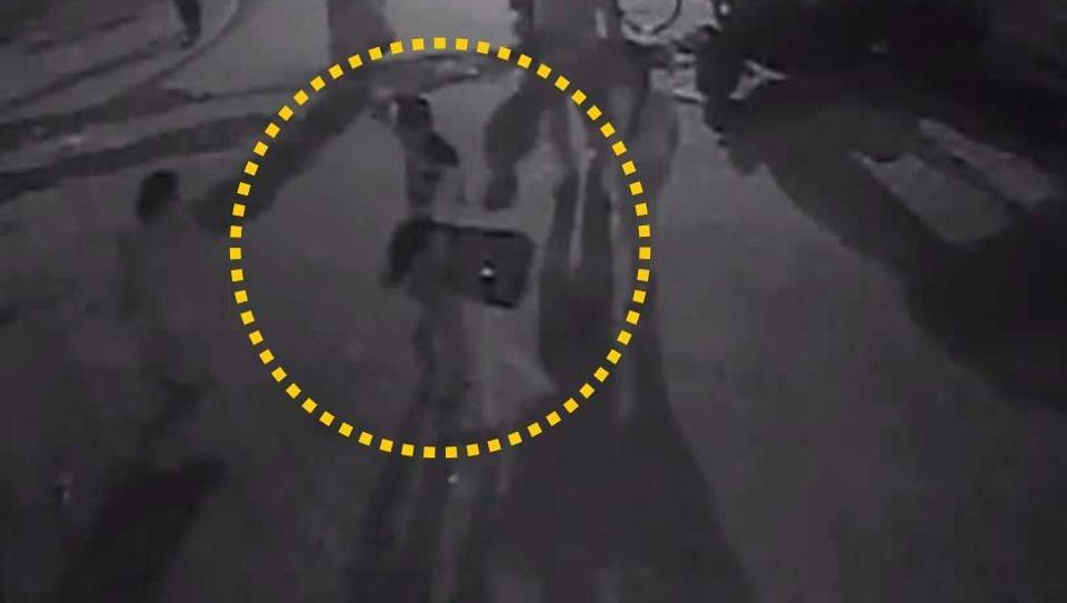 Mumbai,Boy beats up girl,CCTV footage