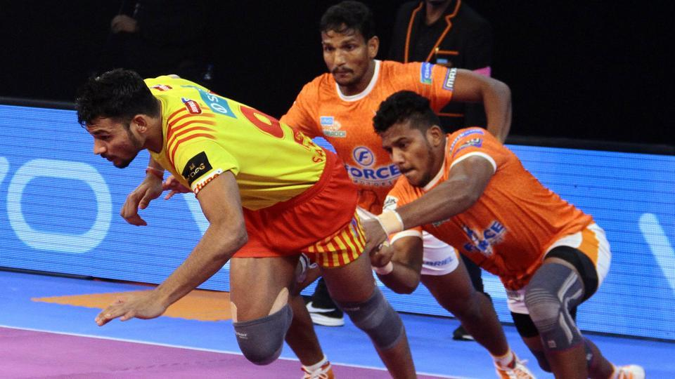 Gujarat Fortunegiants beat Puneri Paltan 23-22 in Pro Kabaddi League.