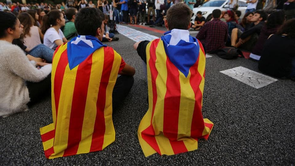 Josep Bartomeu said that FCBarcelona will not be caught in the Catalan independence controversy.