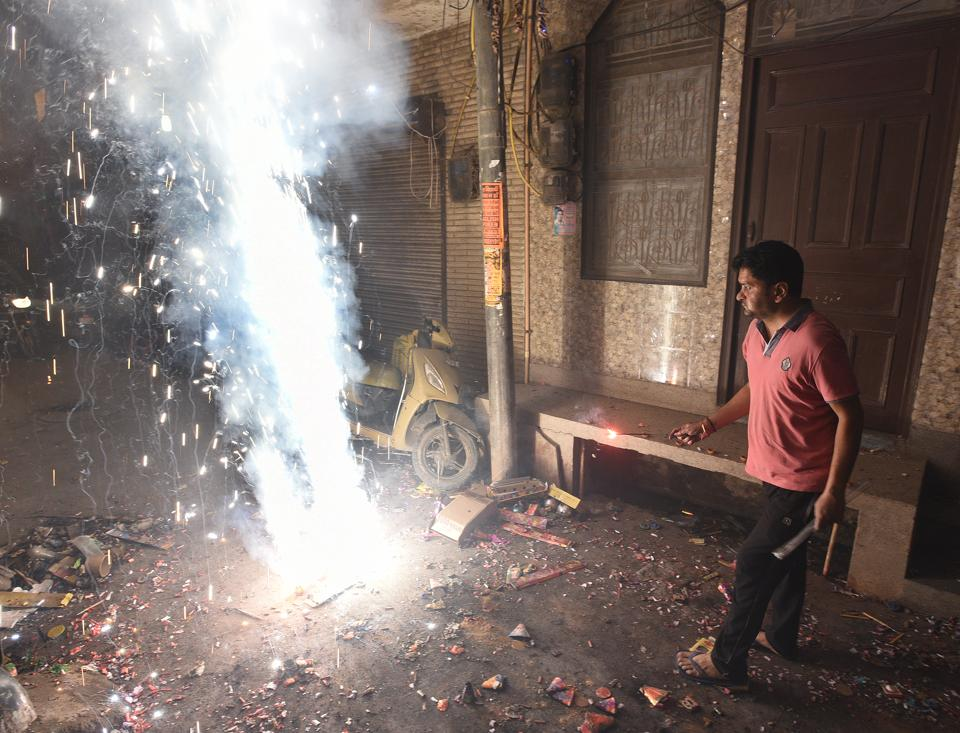 Hospitals in Delhi received fewer and less severe burn injury patients this year on Diwali. (HT Photo)