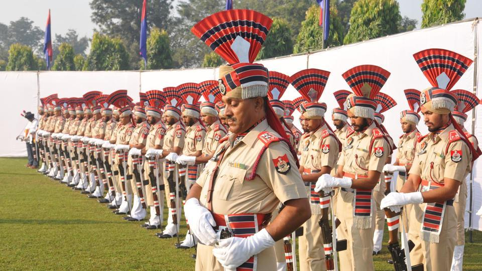 Punjab police jawans bow their heads and guns to pay tribute to police martyrs on the occasion of 58th Police Commemoration Day at Jalandhar on Saturday. (Pardeep Pandit/HT)