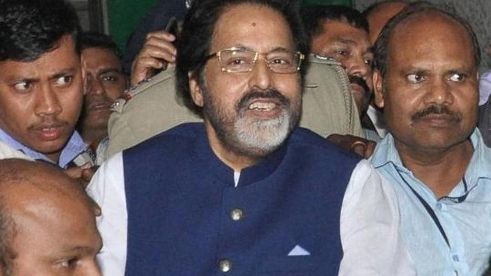 TMC MP Sudip Bandopadhyay being taken by CBI officers to Bhubaneswar for further inquiry on January 3, 2017.