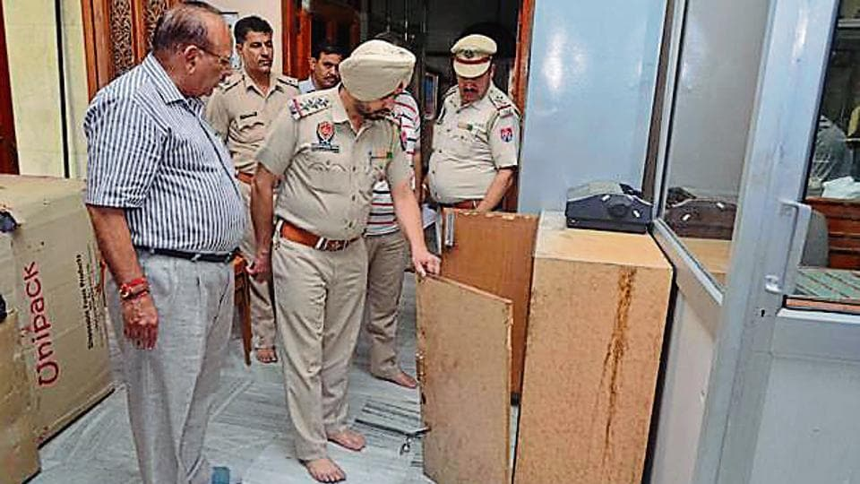 Durgiana Temple,Durgiana Temple robbery,Rs 6 lakh theft