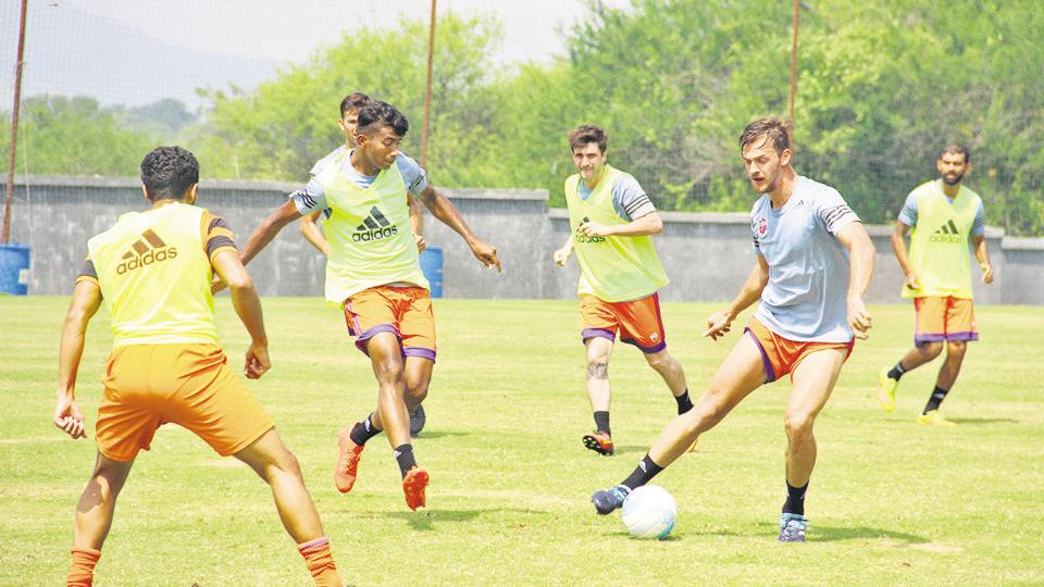 This year FC Pune City has drafted striker Kean Lewis, defenders Wayne Vaz and Lalchhuanmawaia Fanai, midfielders Adil Khan along with Baljit Singh Sahani and Jewel Raja Shaikh for the season.