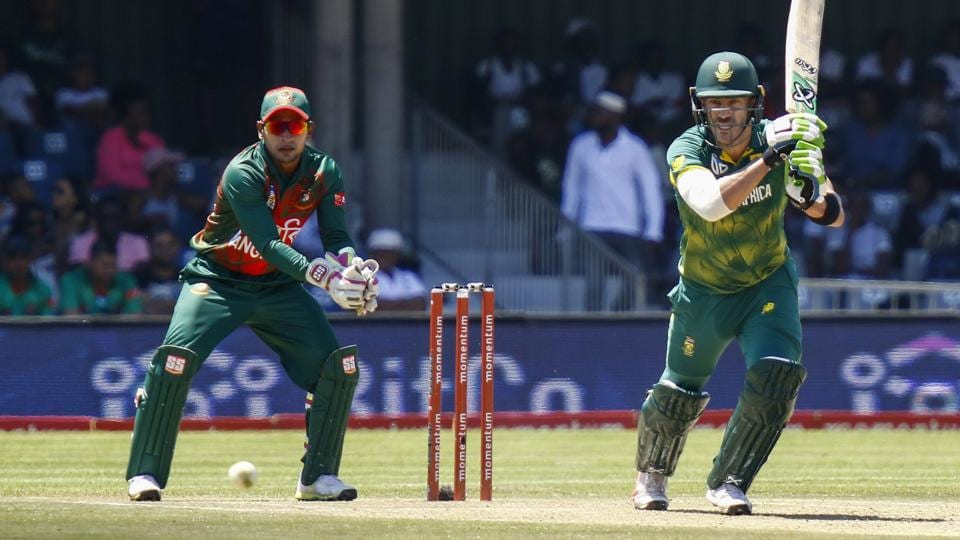 South African captainFaf du Plessis (R) plays a shot during the 3rd ODI against Bangladesh at Buffalo Park in East London on Sunday.